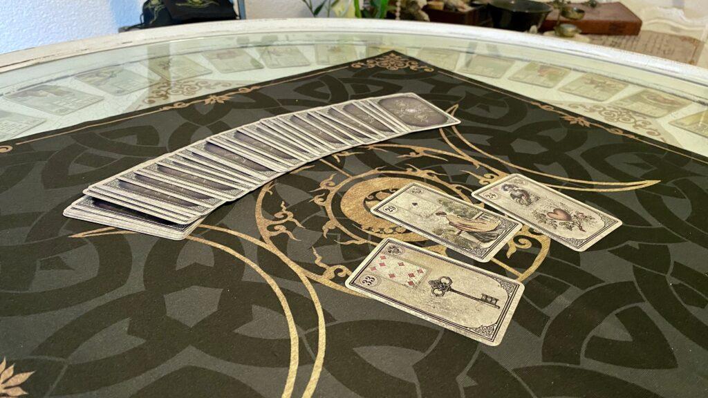 Kartenlegen Lenormandkarten Tarotkarten Orakel spirituelle Beratung Tarot Lenormand Kartenlegen lassen
